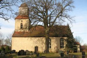 Kirche Zernikow im Frühling
